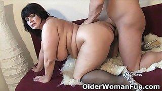 Chubby mature mom needs warm cum