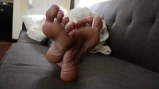 Friend's mom has perfect feet