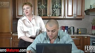 Chubby mature aunt spreads her legs begging for pussy play and raw dicking