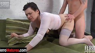 Curvaceous mommy eats some fresh meat and parts her ripe stockinged thighs