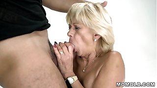 Granny squirts on a hard cock - Diane Sheperd and Mugur - Lusty Grandmas
