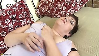 mom with very thirsty vagina more video on www.kand69.com