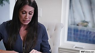 Teen wants r. on her irresponsible step mom