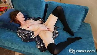 Stockinged amateur Yanks beauty Turquoise fingering her hairy beaver to orgasm on the couch